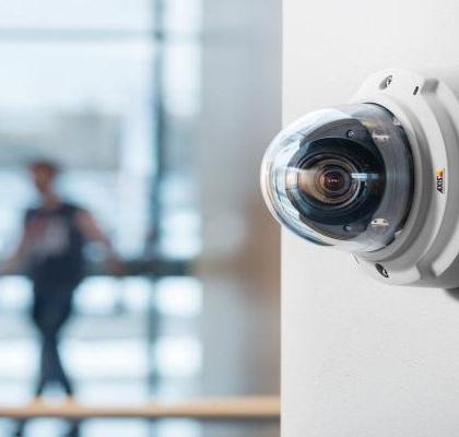 Axis PTZ Dome Videokamera | Delphos Technische Kriminalprävention
